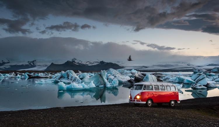 "Peter Gebhard ""Bulli-Abenteuer Island"" am 21.11.2018 im Autohaus Karl Moser"